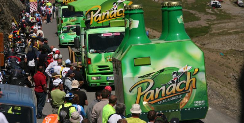 Las caravanas se roban el show en el Tour de Francia