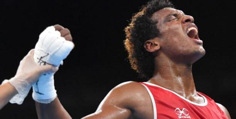 Carlos Mina clasifica a las semifinales del Mundial de Boxeo