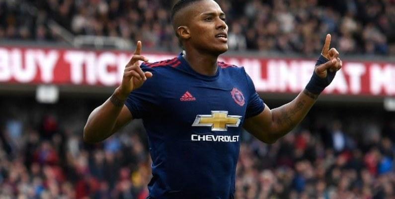Hoy cumple años Antonio Valencia y el United lo celebra